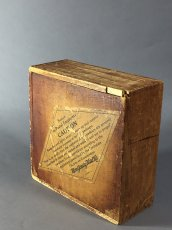 画像1: 1920-30's【Montgomery Ward & Co.】 Small Wooden Box.  (1)