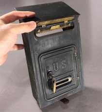 画像5: 【CORBIN LOCK CO.】 1910's Brass Wall Mount Mail Box with Newspaper Holder (5)