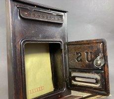 画像8: ★CORBIN LOCK CO.★ 最古モデル!! 1900-10's Brass Wall Mount Mail Box with Newspaper Holder (8)