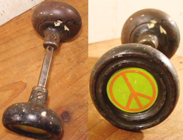 """画像1:  Antique """"Love&Peace"""" Steel Doorknob (1)"""