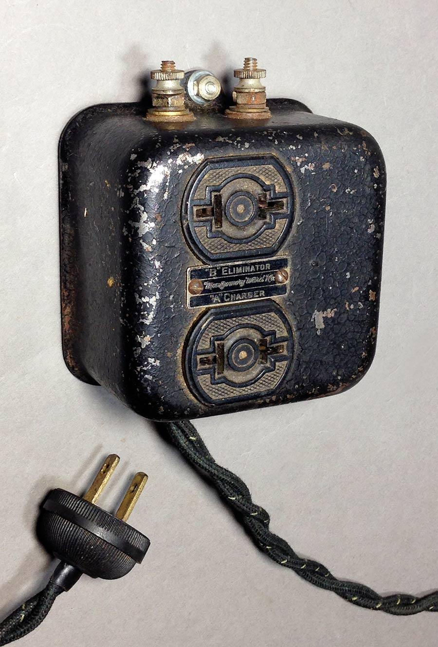 画像1: 1920-30's  Extension Cord + 2-Outlet Steel Box 【Montgomery Ward&Co.】 (1)