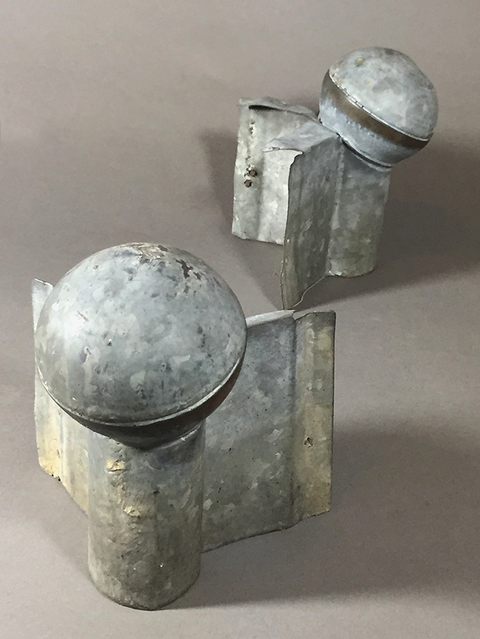 "画像1: 1920-40's ""Roof Crest"" Galvanized Steel End Cap Balls (1)"