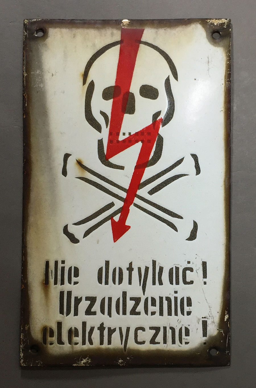 "画像1: 1940-50's Enameled ""Skull & Crossbone"" Sign (1)"