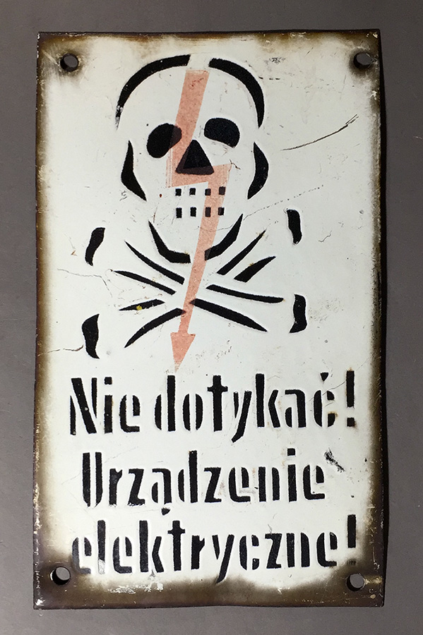 """画像1: 1940-50's Enameled """"Skull & Crossbone"""" Sign (1)"""
