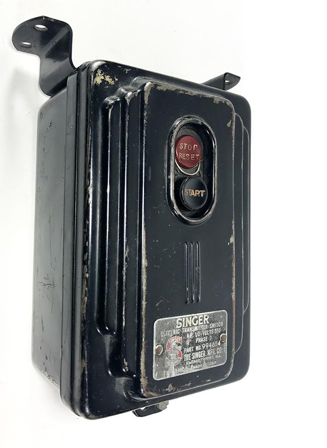 """画像1: 【ちょ〜特大 !! 】 1930's """"SINGER"""" Wall Mount Switch Box (1)"""