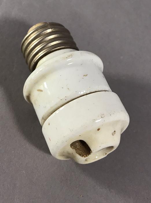 画像1: 1920-30's Porcelain Plug Adapter (1)
