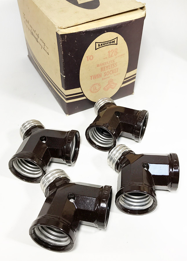 画像1: -*残り19個*- 1950's【LEVITON】Bakelite Twin Socket Adapter (1)