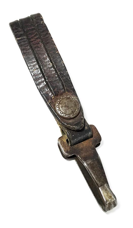 画像1: 1920's  Leather Belt Strap with Metal Clip Key Holder (1)