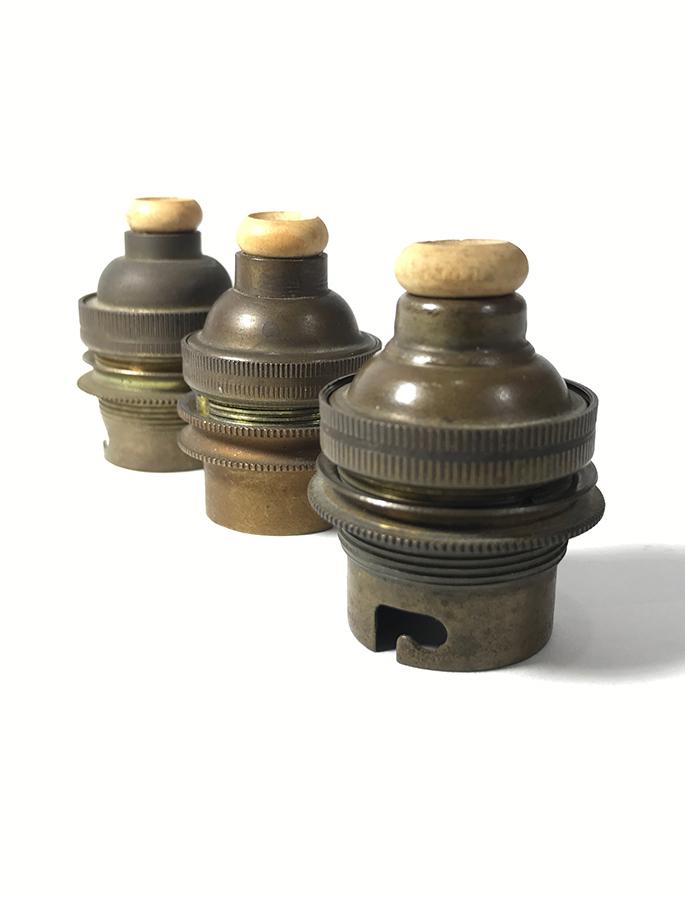 画像1: 1920-30's 3-set Brass Lamp Sockets 【B22】 (1)