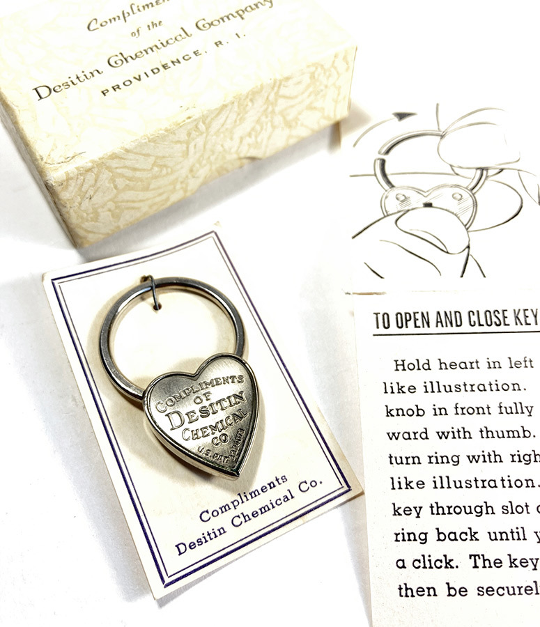 画像1:  1940's  ♡Heart Shaped♡ Advertising Key Ring  【箱付きDEAD-STOCK】 (1)