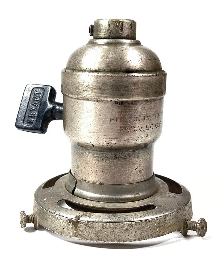 画像1: 1910-20's【BRYANT】Nickeled Brass Lamp Socket (1)