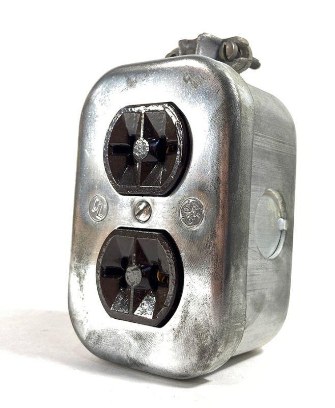 画像1: 1950's【G.E.】Surface Mount Heavy Steel Outlets  (1)