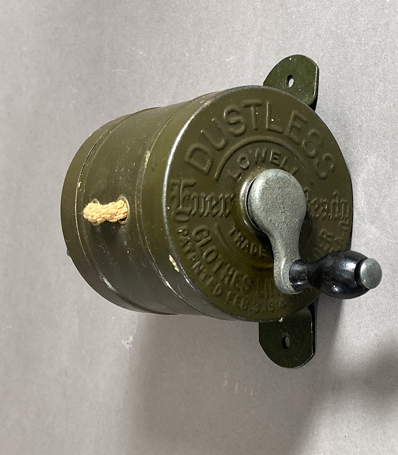 """画像1: 1910-20's """"DUSTLESS"""" Wood Handle Clothes-Line Reel (1)"""