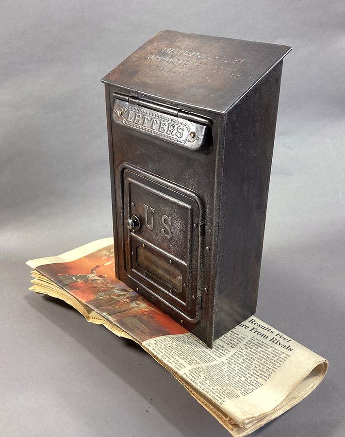 画像1: ★CORBIN LOCK CO.★ 最古モデル!! 1900-10's Brass Wall Mount Mail Box with Newspaper Holder (1)