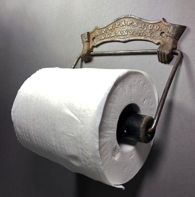 画像1: 1884 N.Y.【A.P.W PAPER CO. N.Y.】Cast Iron Toilet Paper Holder (1)
